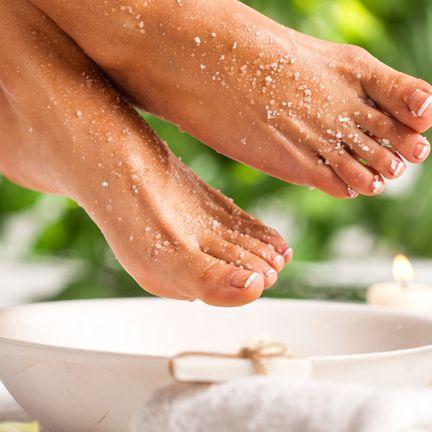 Foot, Leg, Hand, Water, Nail, Toe, Sole, Gesture, Food,