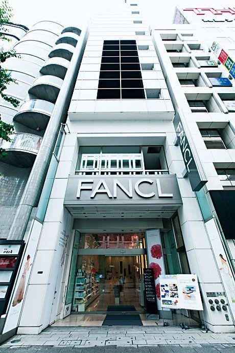 Building, Architecture, Metropolitan area, Facade, Commercial building, Urban area, City, Real estate, Condominium, House,