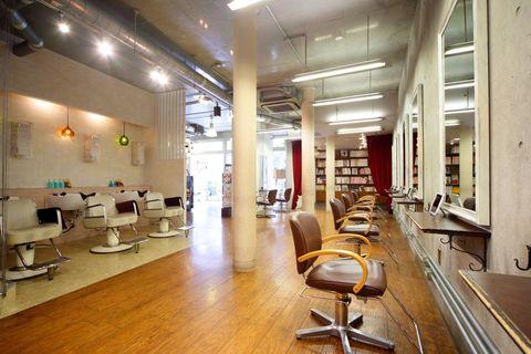 Interior design, Building, Beauty salon, Room, Property, Floor, Ceiling, Flooring, Furniture, Loft,