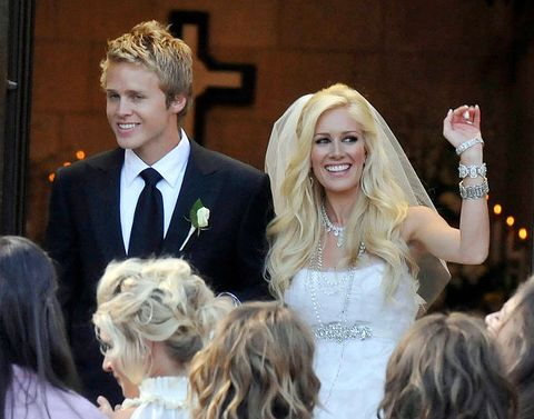 Hair, Facial expression, Hairstyle, Ceremony, Event, Headpiece, Beauty, Blond, Fashion, Fun,
