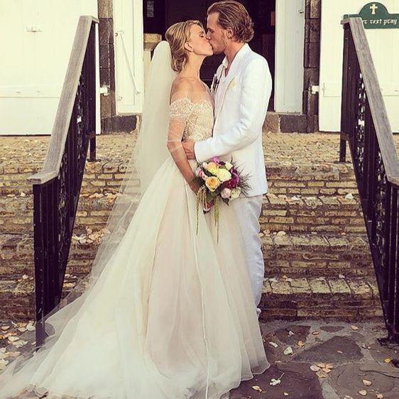 Wedding dress, Gown, Bride, Dress, Photograph, Clothing, Bridal clothing, White, Shoulder, Bridal party dress,