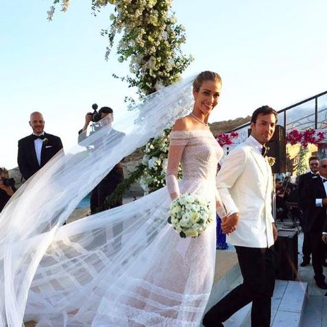 Bride, Wedding dress, Gown, Dress, Veil, Photograph, Bridal clothing, Bridal veil, Ceremony, Marriage,