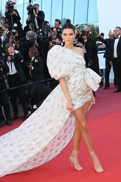 Red carpet, Carpet, Dress, Flooring, Clothing, Fashion model, Fashion, Premiere, Event, Haute couture,