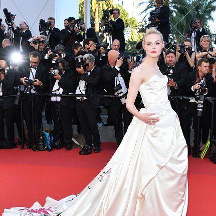 Red carpet, Gown, Dress, Carpet, Flooring, Clothing, Premiere, Event, Fashion, Shoulder,