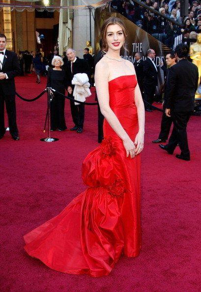 Red carpet, Carpet, Gown, Dress, Flooring, Clothing, Red, Premiere, Shoulder, Fashion,