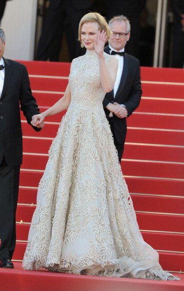 Gown, Dress, Red carpet, Clothing, Carpet, Flooring, Fashion, Wedding dress, Hairstyle, Shoulder,