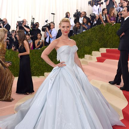 Gown, Dress, Red carpet, Carpet, Clothing, Wedding dress, Flooring, Bridal clothing, Strapless dress, Bridal party dress,