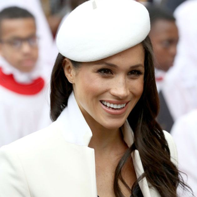Hair, White, Facial expression, Hairstyle, Hat, Beauty, Smile, Lip, Headgear, White-collar worker,