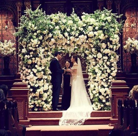 Flower Arranging, Floristry, Floral design, Flower, Marriage, Ceremony, Aisle, Architecture, Dress, Bouquet,