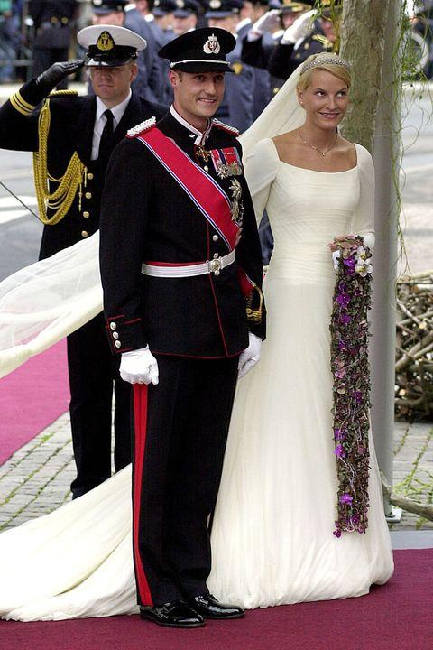 Gown, Dress, Ceremony, Event, Formal wear, Carpet, Red carpet, Fashion, Wedding dress, Wedding,