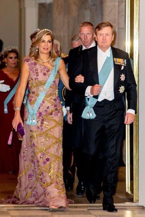 Formal wear, Event, Fashion, Dress, Suit, Gown, Tuxedo, Fashion design, Haute couture, Ceremony,