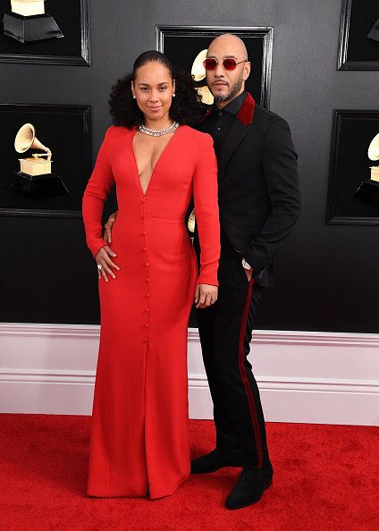 Red carpet, Carpet, Clothing, Dress, Formal wear, Red, Flooring, Suit, Fashion, Gown,