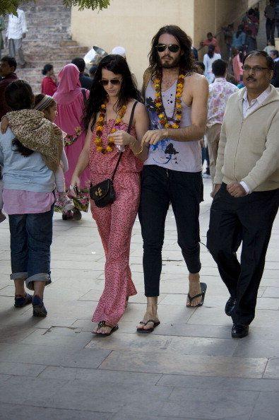 Footwear, Leg, Trousers, Textile, Style, Street, Street fashion, Fashion, Temple, Magenta,