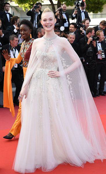 Red carpet, Dress, Carpet, Clothing, Gown, Premiere, Flooring, Fashion, Haute couture, Shoulder,