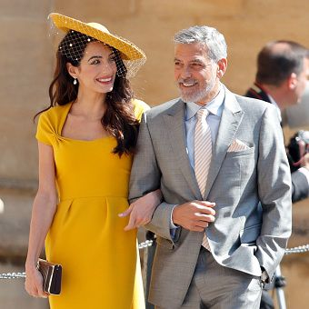 Yellow, Clothing, Suit, Fashion, Dress, Formal wear, Street fashion, Event, White-collar worker, Fashion model,