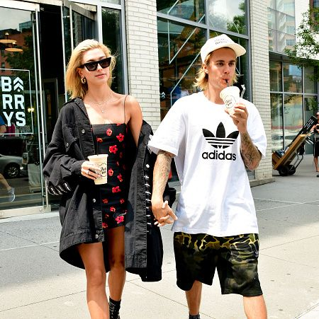 Street fashion, Eyewear, Clothing, Fashion, Sunglasses, Snapshot, Shoulder, Footwear, Street, T-shirt,