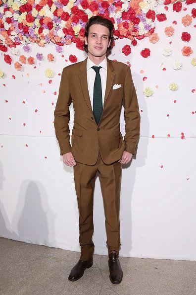 Suit, Clothing, Formal wear, Tuxedo, Fashion, Brown, Blazer, Outerwear, Human, Tie,