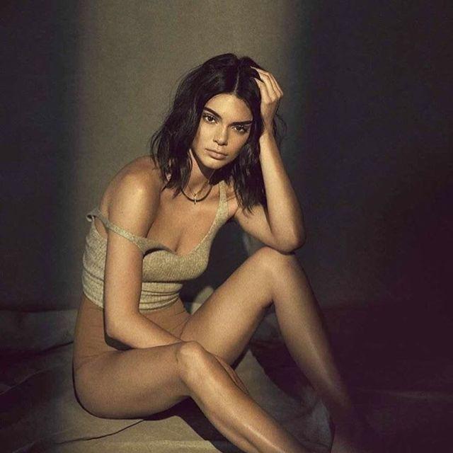 Beauty, Leg, Model, Photo shoot, Sitting, Human leg, Photography, Thigh, Long hair, Art model,