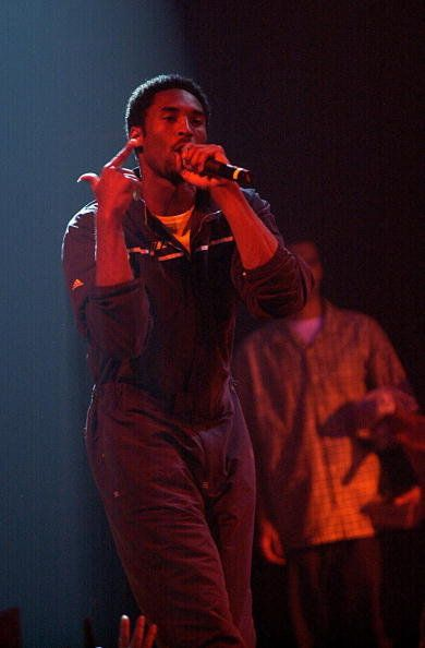 Performance, Entertainment, Music, Performing arts, Music artist, Singing, Red, Concert, Singer, Event,