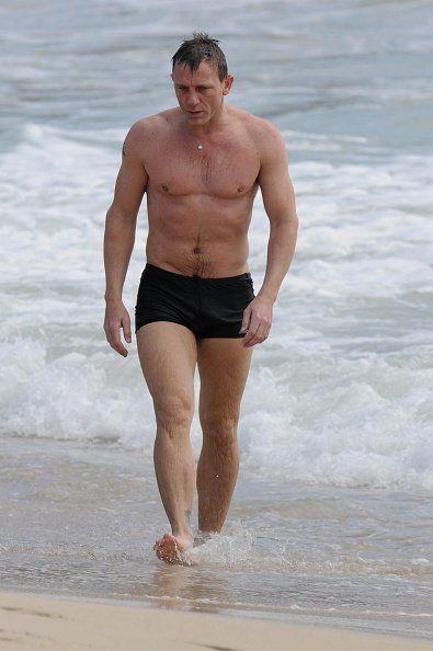 Leg, Fun, Human body, Human leg, Standing, Chest, Barechested, Summer, People in nature, Shorts,