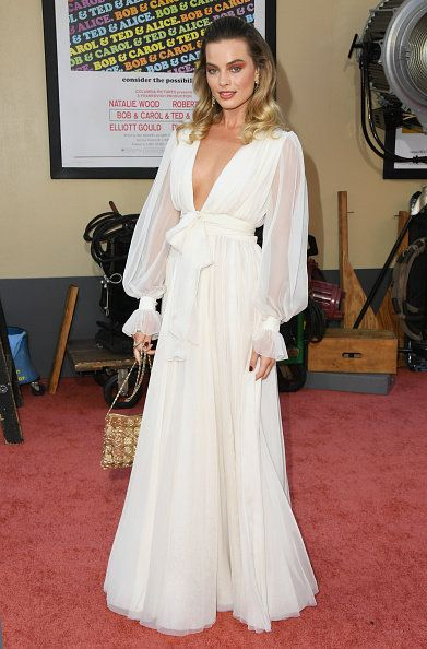 Clothing, Dress, White, Gown, Carpet, Red carpet, Flooring, Shoulder, Hairstyle, Fashion,