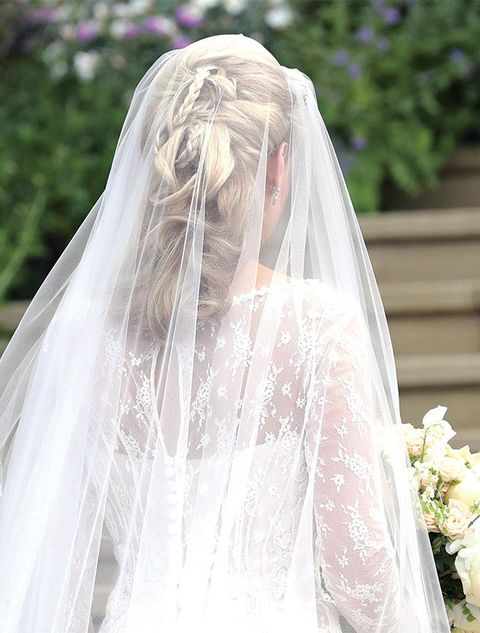 Veil, Bridal veil, Bridal accessory, Bride, Photograph, Dress, Clothing, Wedding dress, Shoulder, Fashion accessory,