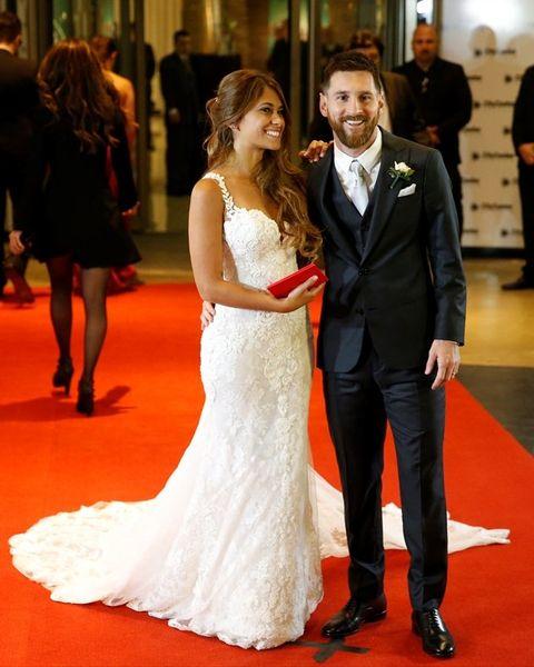 Gown, Red carpet, Dress, Carpet, Wedding dress, Bride, Flooring, Facial expression, Bridal clothing, Clothing,
