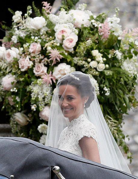 Bride, Wedding dress, Photograph, White, Flower Arranging, Ceremony, Bridal clothing, Garden roses, Floral design, Bouquet,