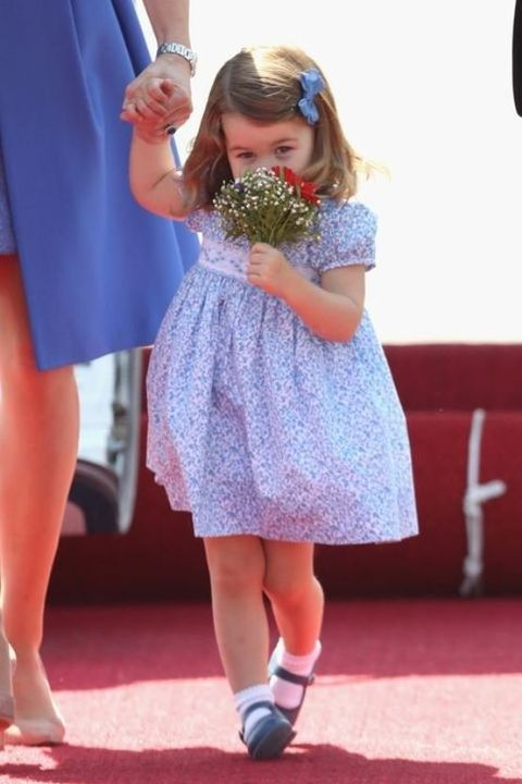 Footwear, Carpet, Leg, Dress, Red carpet, Fashion, Child, Flooring, Shoe, Finger,