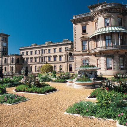 Plant, Facade, Garden, Landmark, Real estate, Shrub, Palace, Mansion, Villa, Column,