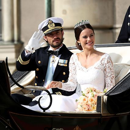 Bride, Vehicle, Ceremony, Carriage, Wedding, Wedding dress, Official, Dress, Classic, Bridal clothing,