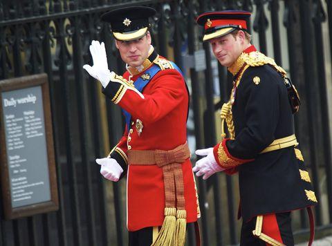 Uniform, Town crier, Military uniform, Event, Gesture, Military officer, Grenadier,