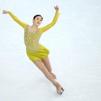 Figure skate, Figure skating, Ice skating, Ice dancing, Skating, Jumping, Dancer, Recreation, Yellow, Sports,