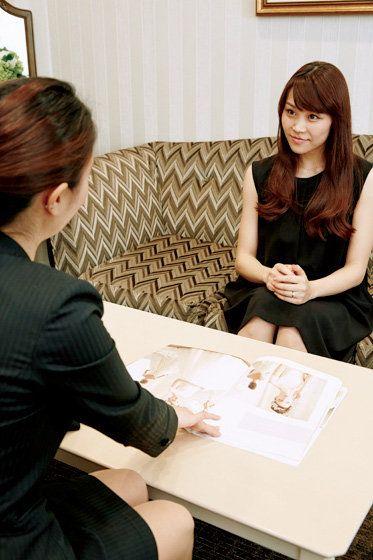Beauty, Conversation, Hand, Room, Black hair, Long hair, Sitting, Interior design, Brown hair,