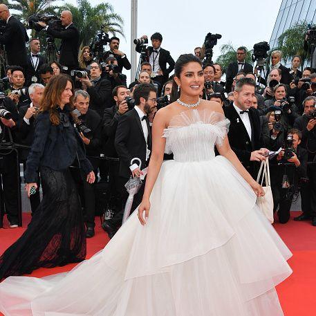 Red carpet, Dress, Gown, Carpet, Clothing, Shoulder, Premiere, Flooring, Strapless dress, A-line,