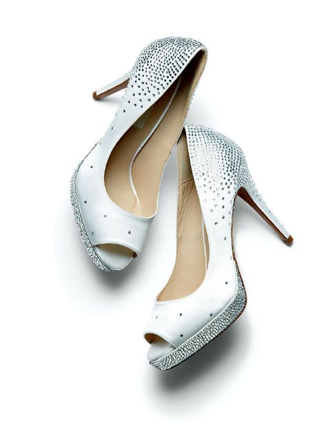 Footwear, High heels, Shoe, Slingback, Leg, Basic pump, Court shoe, Figure skate, Sandal, Beige,