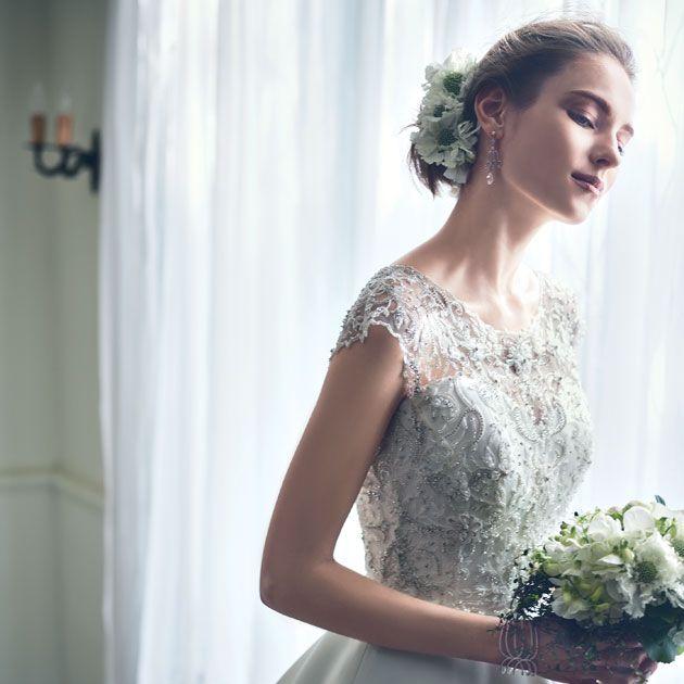 Gown, Dress, Clothing, Wedding dress, Bride, Shoulder, Photograph, White, Bridal party dress, Bridal clothing,