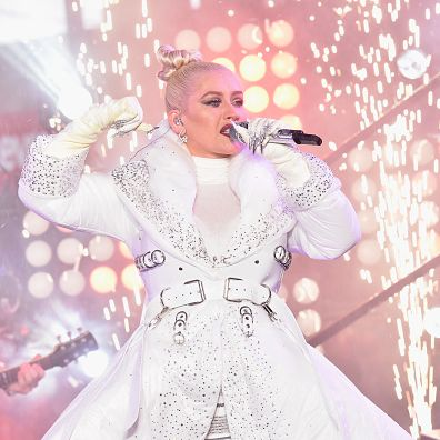 Performance, White, Pink, Singing, Singer, Music artist, Fashion, Stage, Event, Performing arts,