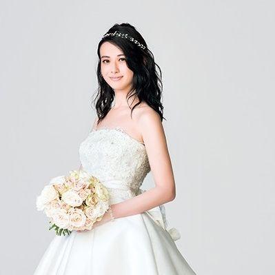Bride, Dress, Wedding dress, Photograph, Gown, White, Clothing, Bridal clothing, Headpiece, Shoulder,