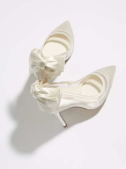 Footwear, White, Bridal shoe, Shoe, Beige, Mary jane, Court shoe, Satin, High heels,