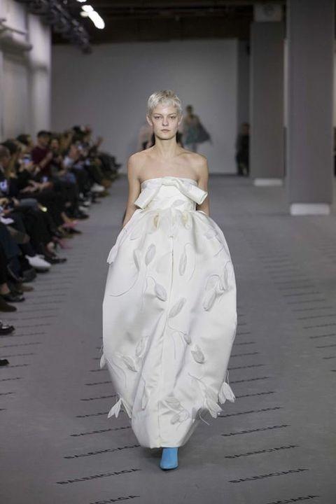 Fashion model, Dress, Fashion, Clothing, Gown, Haute couture, Shoulder, Wedding dress, Fashion design, Fashion show,
