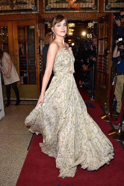Red carpet, Carpet, Gown, Dress, Clothing, Flooring, Fashion model, Haute couture, Fashion, Shoulder,