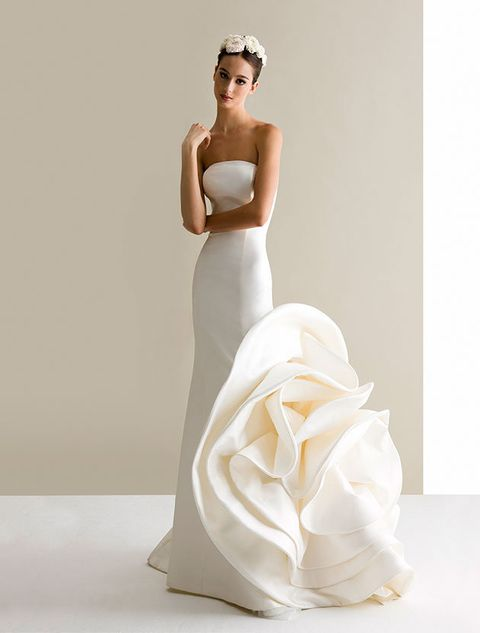 Clothing, Sleeve, Dress, Shoulder, Joint, Gown, Bridal clothing, Elbow, Wedding dress, Formal wear,