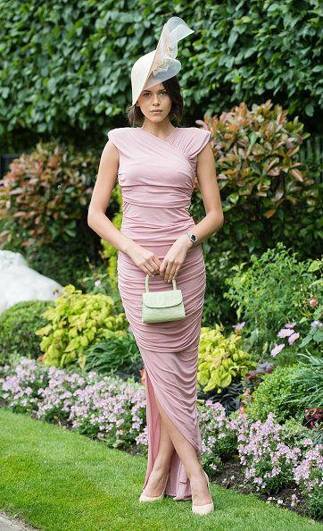 Clothing, Dress, Green, Fashion, Fashion model, Shoulder, Waist, Botany, Haute couture, Grass,