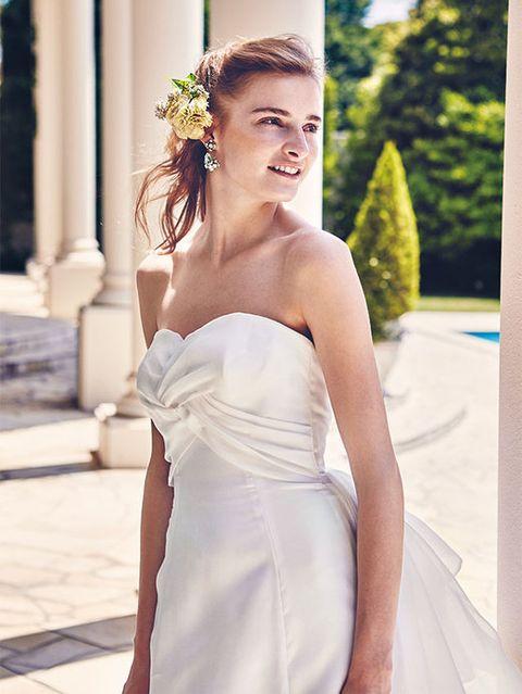 Hairstyle, Eye, Shoulder, Dress, Photograph, Bridal clothing, Wedding dress, Bride, Gown, Bridal accessory,