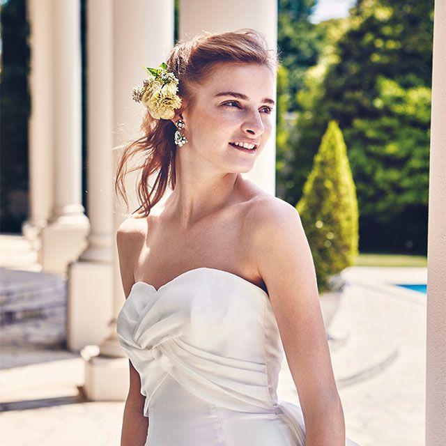Hairstyle, Eye, Shoulder, Dress, Textile, Photograph, Bridal clothing, Happy, Wedding dress, Bride,
