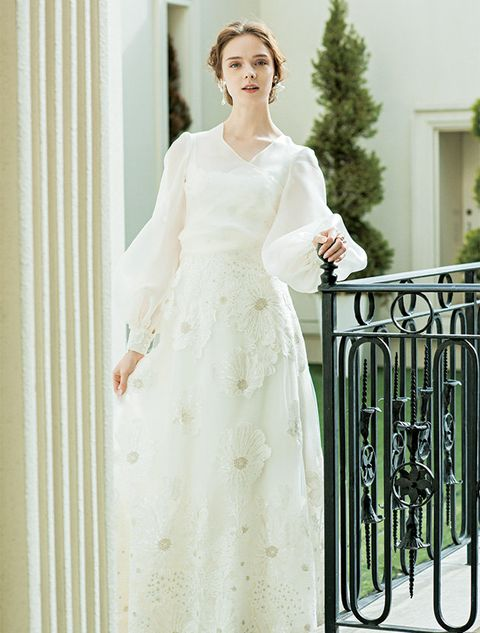 Dress, Sleeve, Shoulder, White, Formal wear, Gown, Bridal clothing, Wedding dress, One-piece garment, Bride,