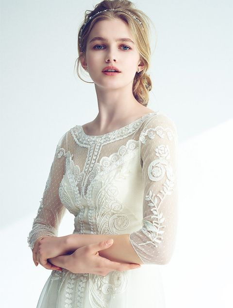 Clothing, White, Hair, Dress, Hairstyle, Beauty, Wedding dress, Gown, Fashion, Sleeve,