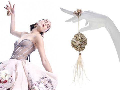 Headpiece, Fashion, Feather, Dress, Fashion accessory, Haute couture, Fashion design, Jewellery, Hair accessory, Photo shoot,