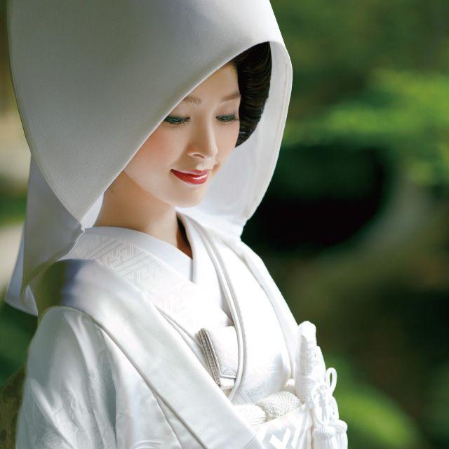 Nose, Lip, Headgear, Beauty, Costume accessory, Tradition, Hood, Costume, Portrait photography, Photo shoot,